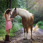 Pige og hest