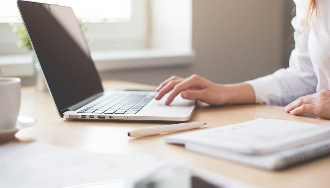Del dine erfaringer inden for ridning med et online netværk