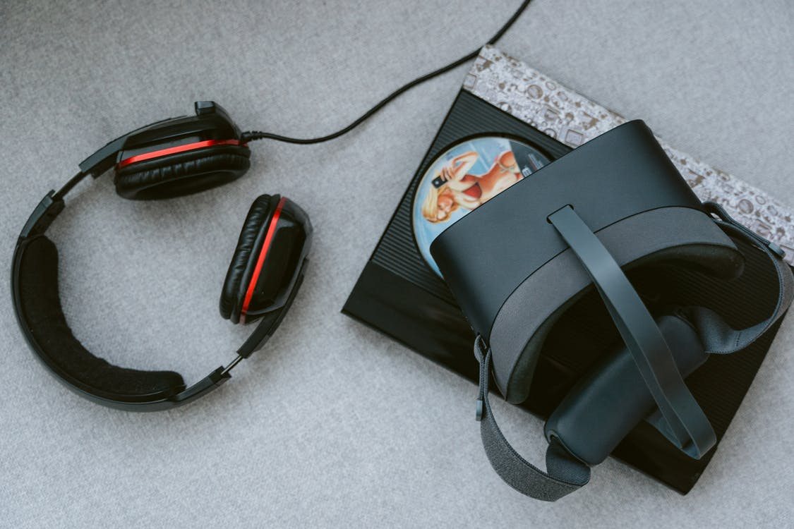 Høretelefoner og virtuelle briller